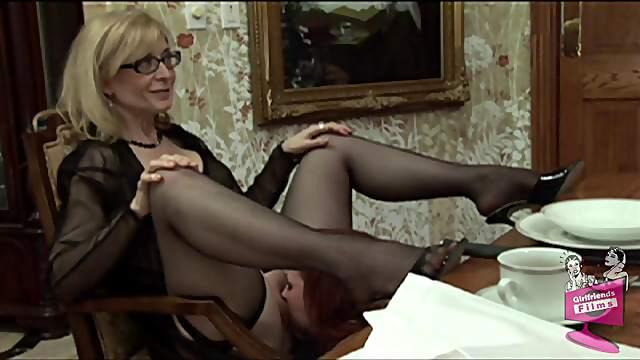 Lesbian cougar with glasses enjoying a hardcore gangbang