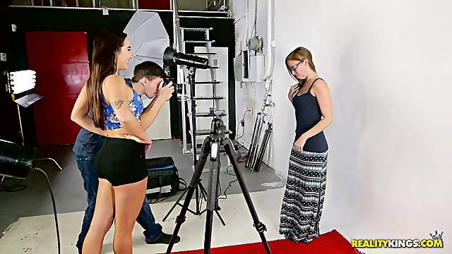 Photo shoot with the sublime babes ends up with the deep drilling