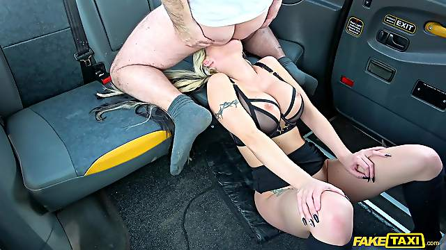 Taxi driver slides his massive dick in orgasmic cunt of Barbie Sins