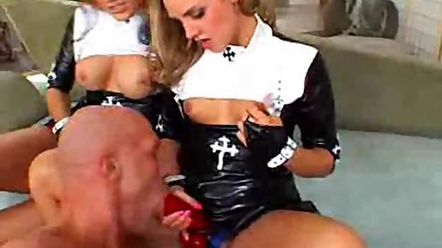 Dude likes strapon sex with three sluts