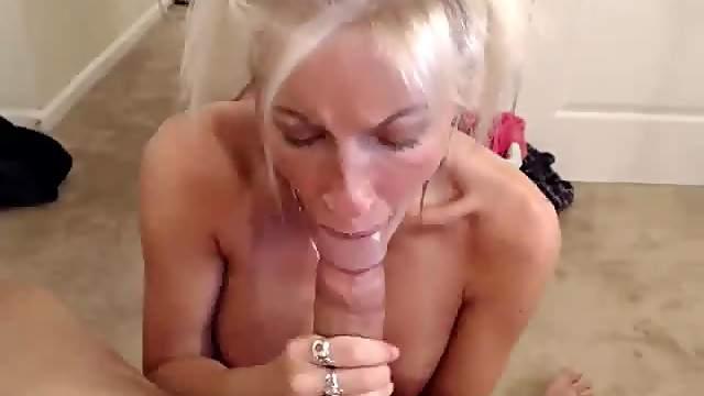 Couple on webcam deepthroat
