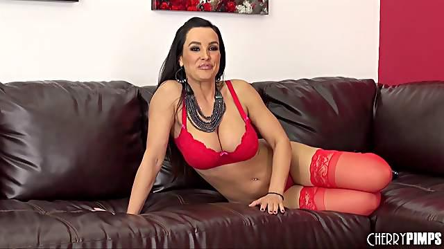 A great solo scene of a milf with red stockings vibrating her pussy