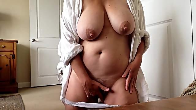 Amateur mature masturbating on camera