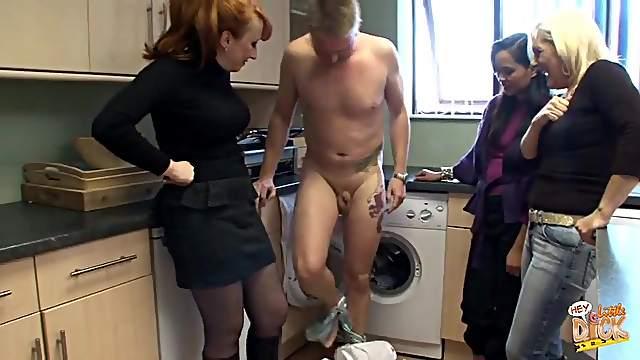 Homemade video of sluts Amira de Leon and Carol Jeans having some fun