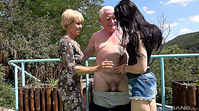 Amateur outdoors FFM threesome with old Lori and young Lisa B