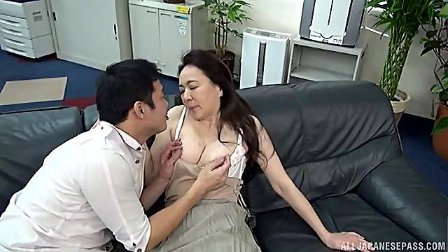 Amateur Japanese mature Yuri Nihongi spreads her legs for sex