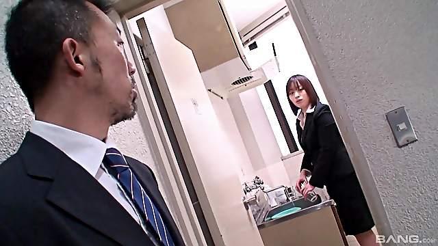 Japanese maid Haruna Shinjo seduced and pussy licked by a stranger