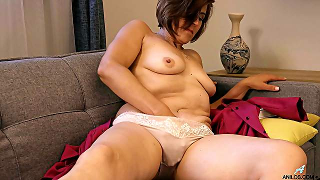 Saggy tits mature Eleanor moans while fingering her wet pussy