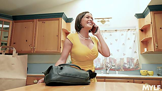 Perky MILF Krissy Lynn rubs one out alone in her kitchen