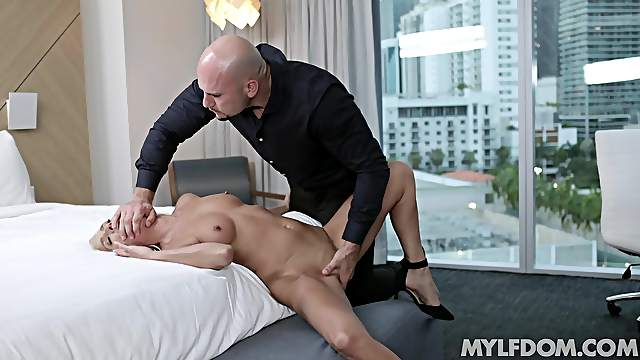 Refined blonde Mysha Mynx has a lot of love to give the right man