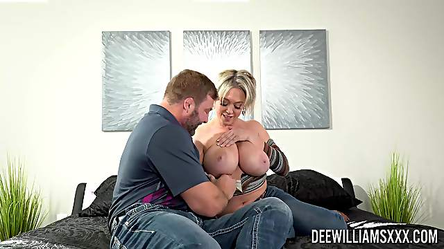Big ass mature mom reaches the orgasm after a good fuck