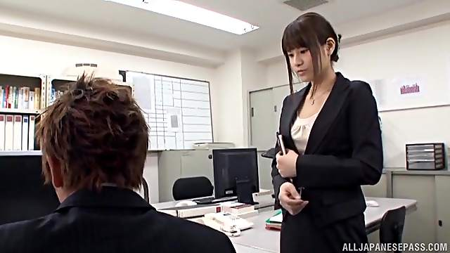 Japanese office girl is in for a spicy treat with the new guy