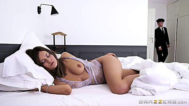Missionary orgasms after the sensual woman sucks dick