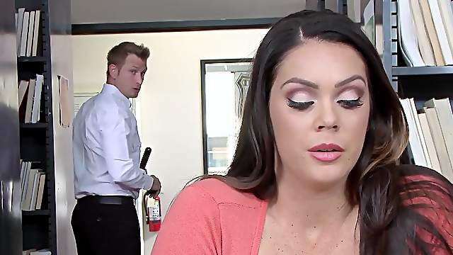 Thick chick Alison Tyler gets the best of a doting lover