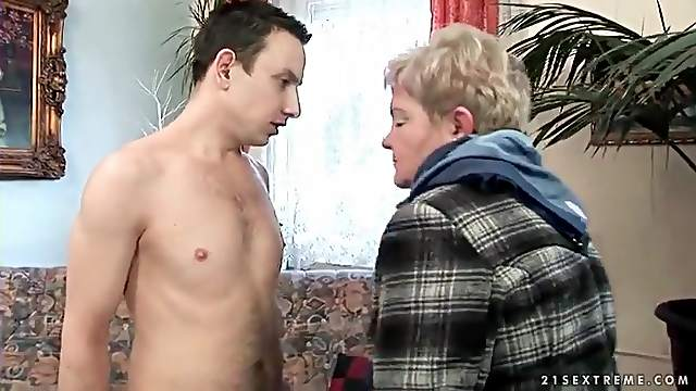 Old young date ends in mature cunt licking
