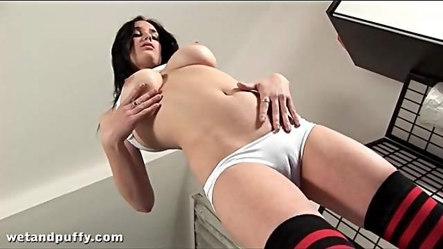 White cotton panties make cameltoe pussy