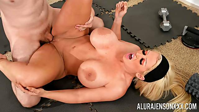 Mature goes wild and slutty with young meat smashing her cunt